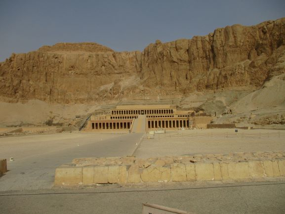 front of Hatshepsut temple